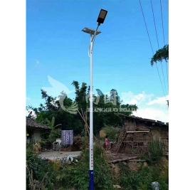 太阳能路灯现场安装实景案例