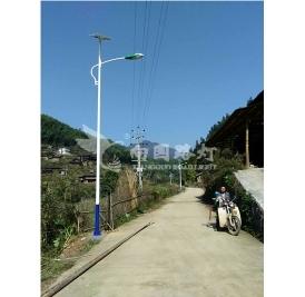 农村led太阳能路灯的安装为什么吸引着人们?
